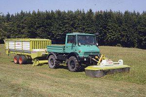 U 900 (417.101) mit Claas-Frontmähwerk WM 270 F und Claas-Ladewagen Sprint 320 K